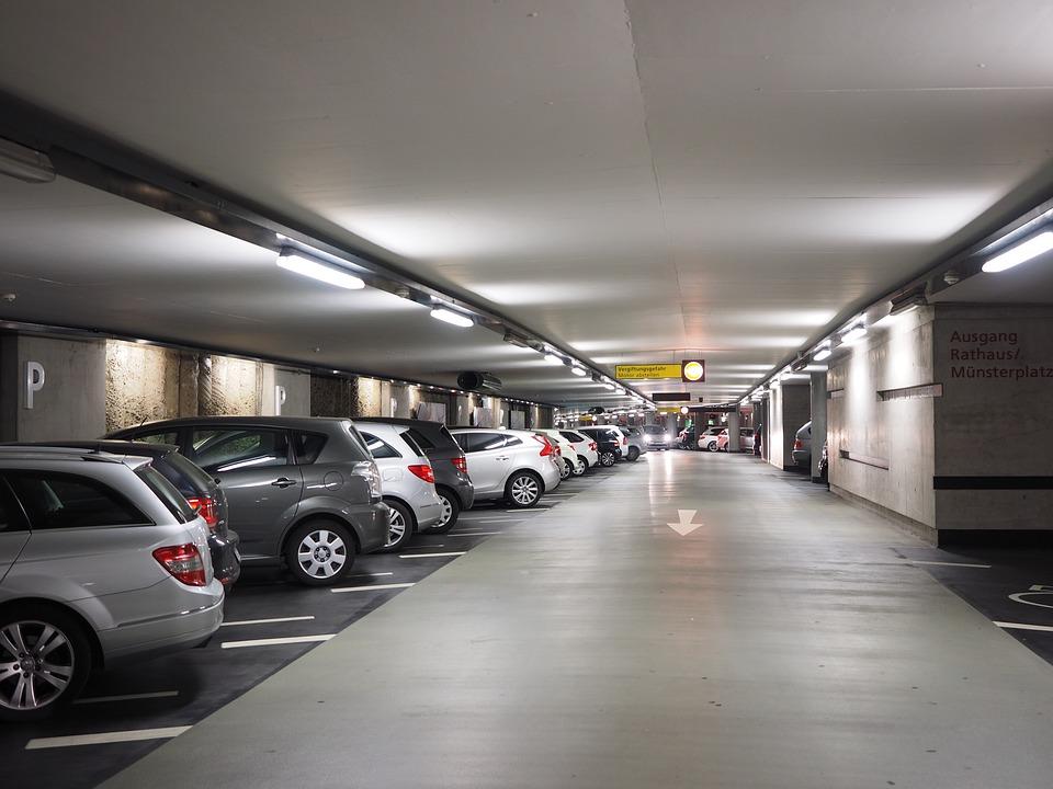 multi-storey-car-park-1271919_960_720.jpg